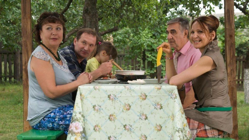 На фото показаны главные герои телесериала Сваты 8-го сезона.